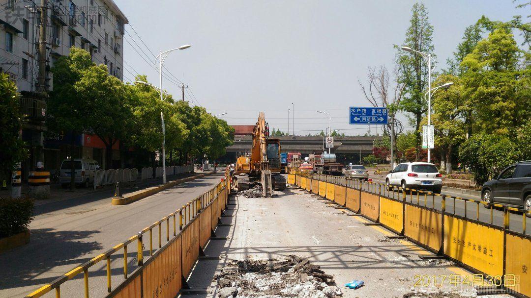 【五一晒出游炫劳动】市政路面施工