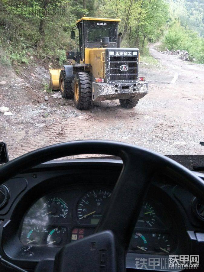 辞旧迎新。提临工30铲车。