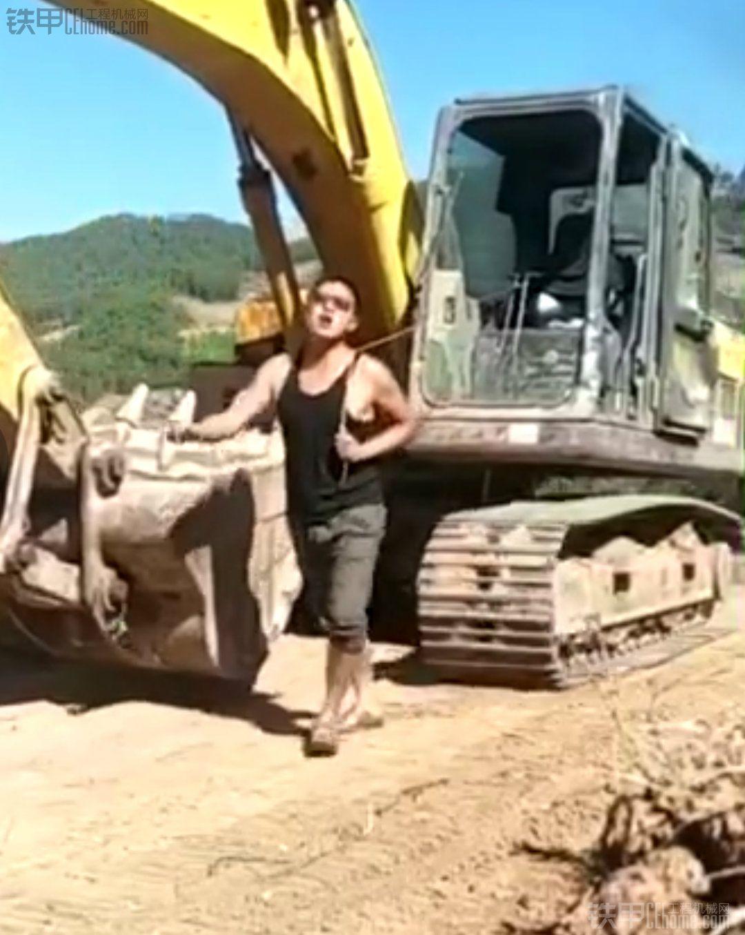 快手上看到的遛遛挖掘机 太会玩了