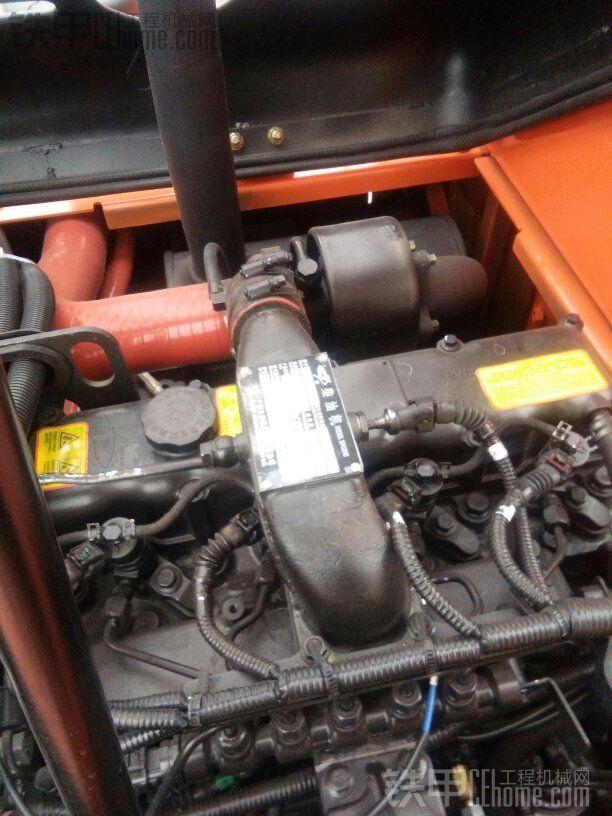 最新款的玉柴电喷发动机,机油到家后直接换掉原装机油,使用壳牌工程机械油