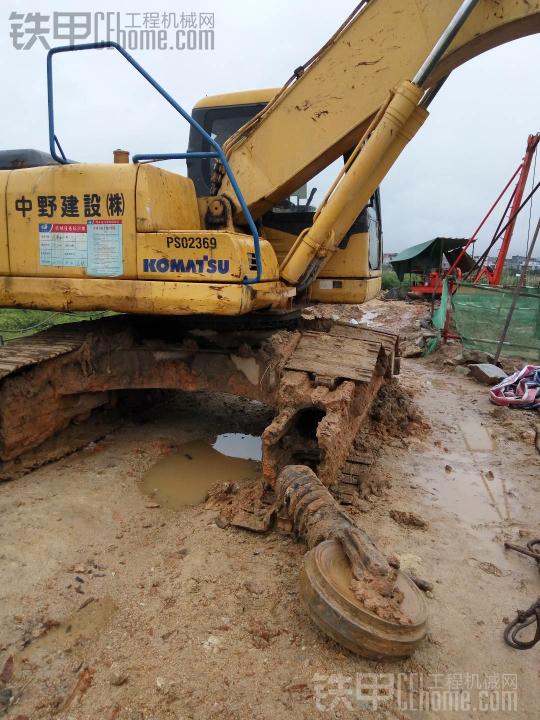 雨天维修 小松挖机