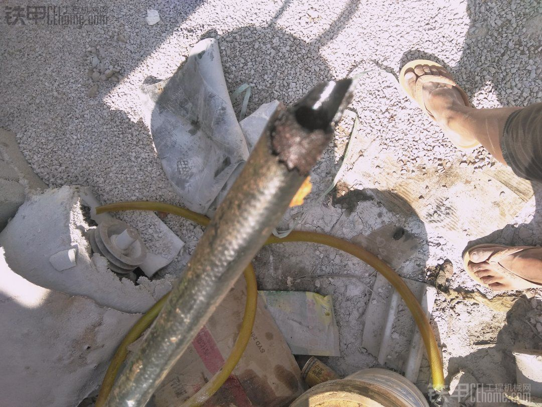 小松200-6 听过爆油管,你有听说过断油管吗?