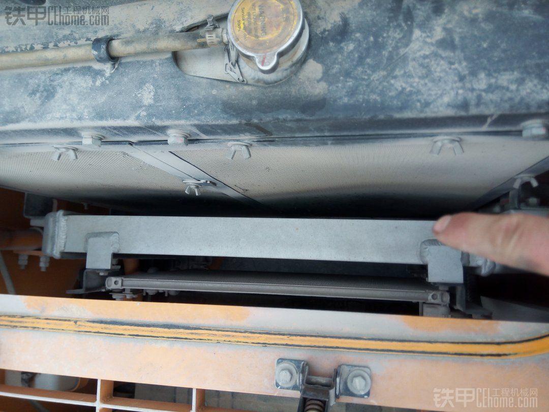 依次排空调冷却,中冷,水箱……怎么没见到液压冷却呢?