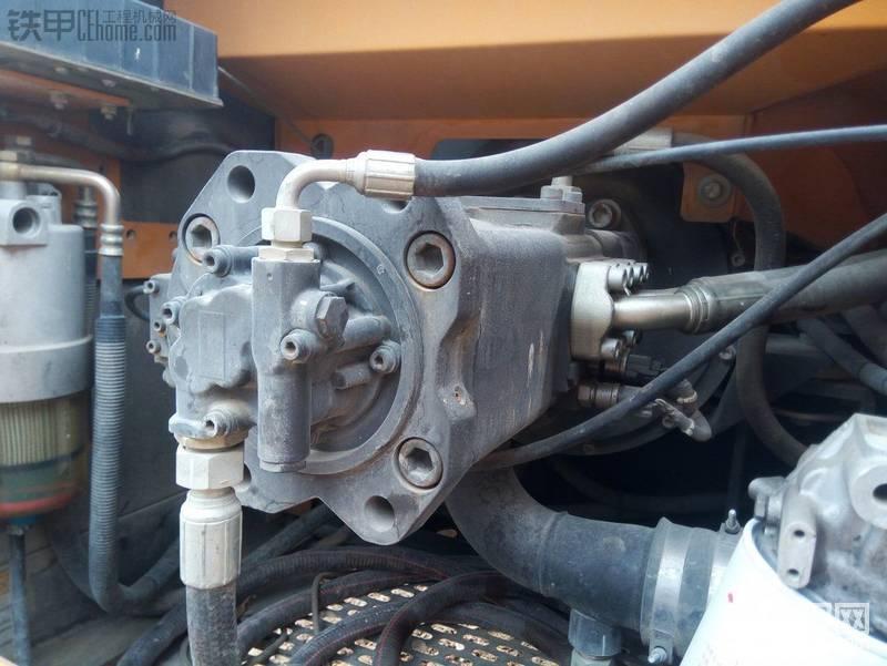 主泵干净,螺丝分美未动,左边的是柴油油水分离器。右边的白色是机油滤芯器,便于保养 ...