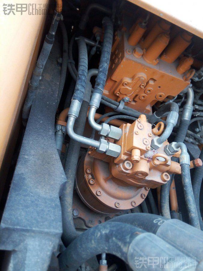 分配阀和旋转马达,依旧干净如新。镙丝也从未动过,机油不漏。这两个东东应该也是来自 ...