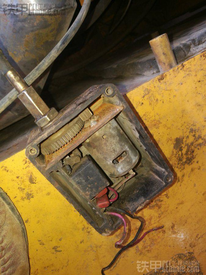 现代225-7康明斯发动机 谁有这种熄火开关卖?