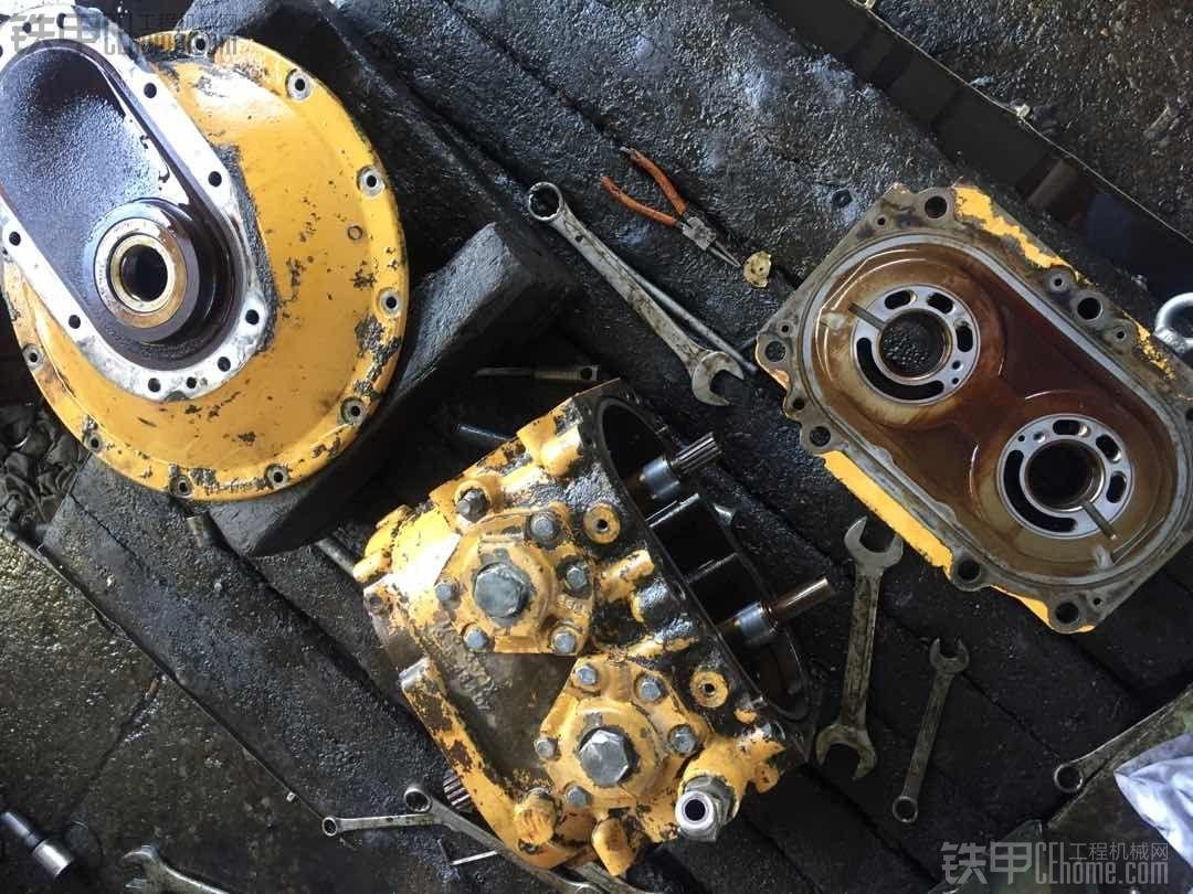 卡特320C液压泵拆解图