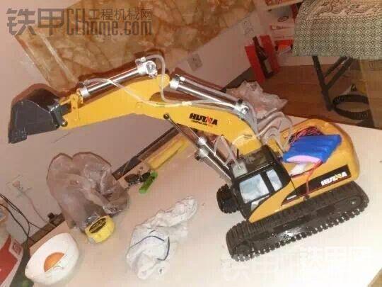 自制遥控液压挖掘机
