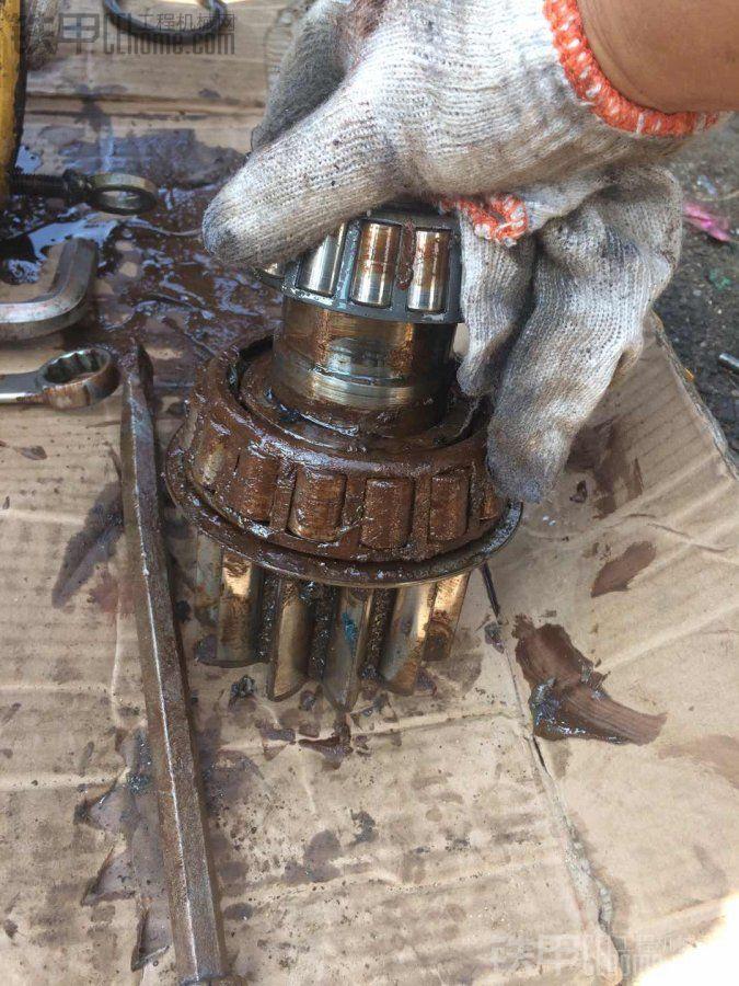 卡特307E。 3750小时回转马达漏油