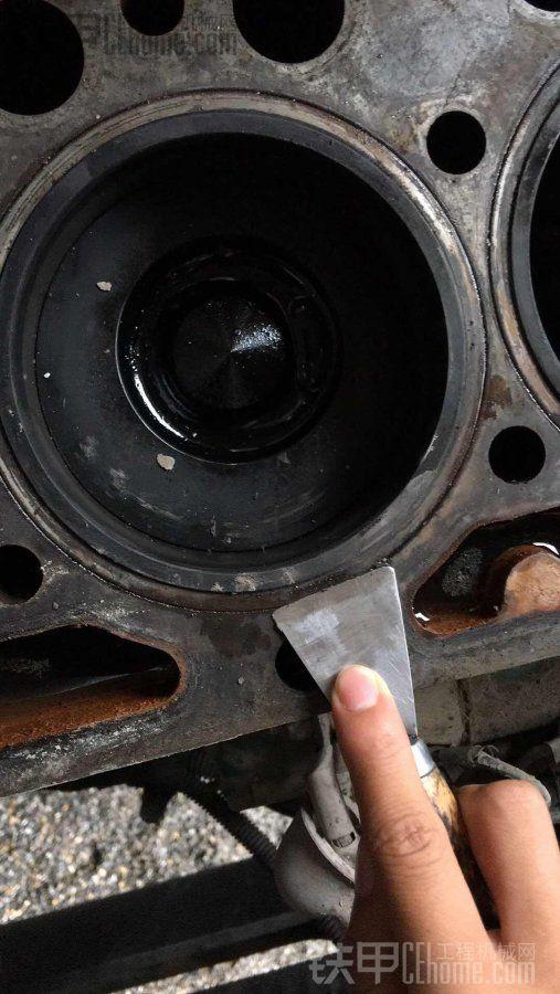 沃尔沃290发动机大修后缸体下沉