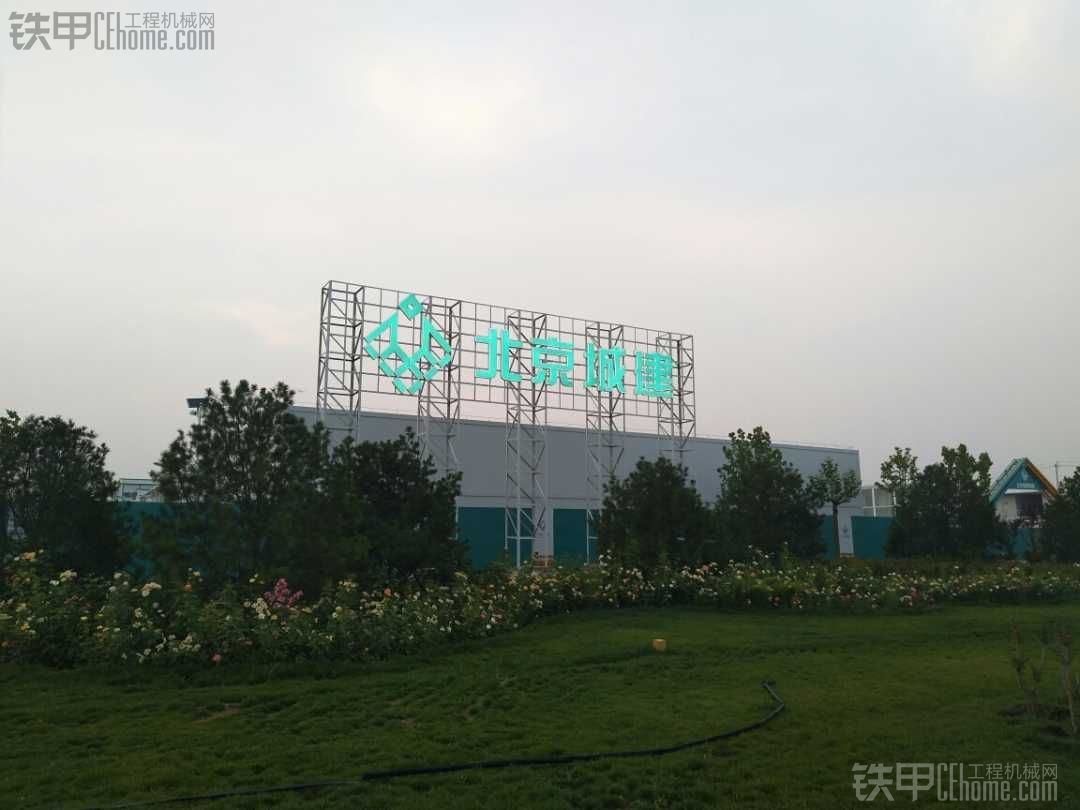 北京新机场建设中……