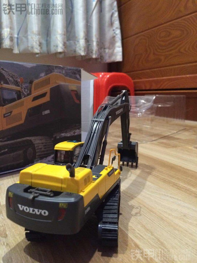 前几天提了一台沃尔沃480D(挖掘机模型)
