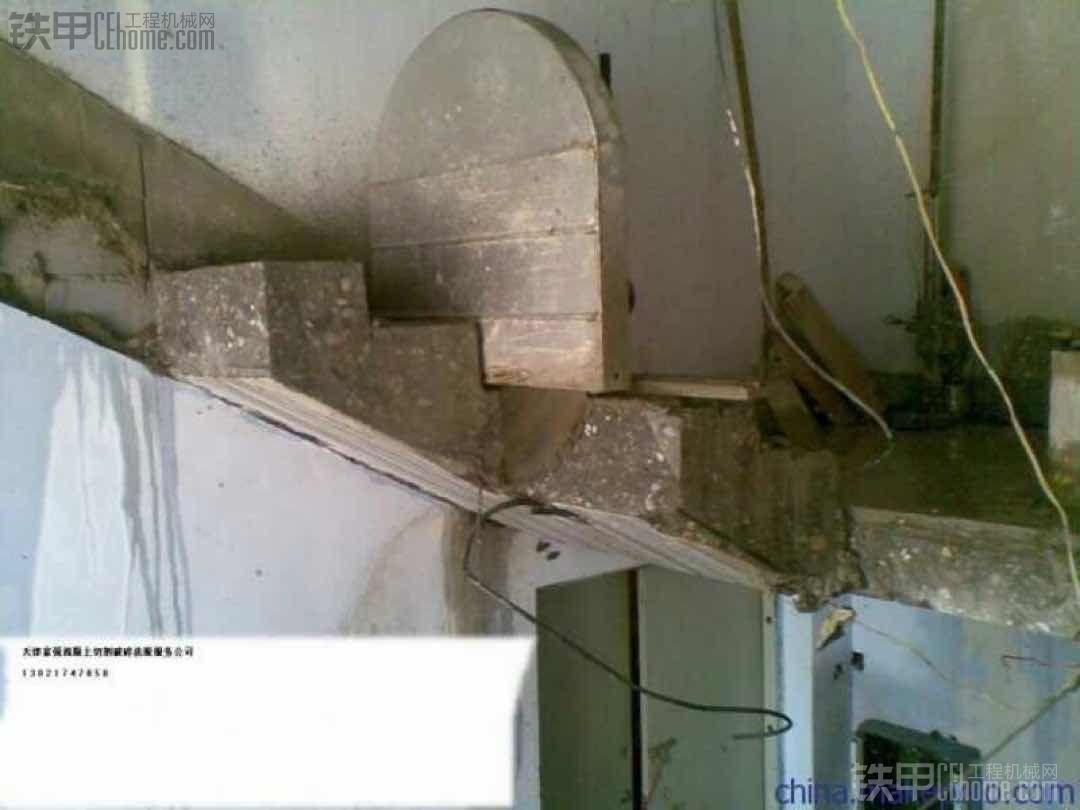 这种拆楼梯方法谁见过?比挖掘机看着效率高一些
