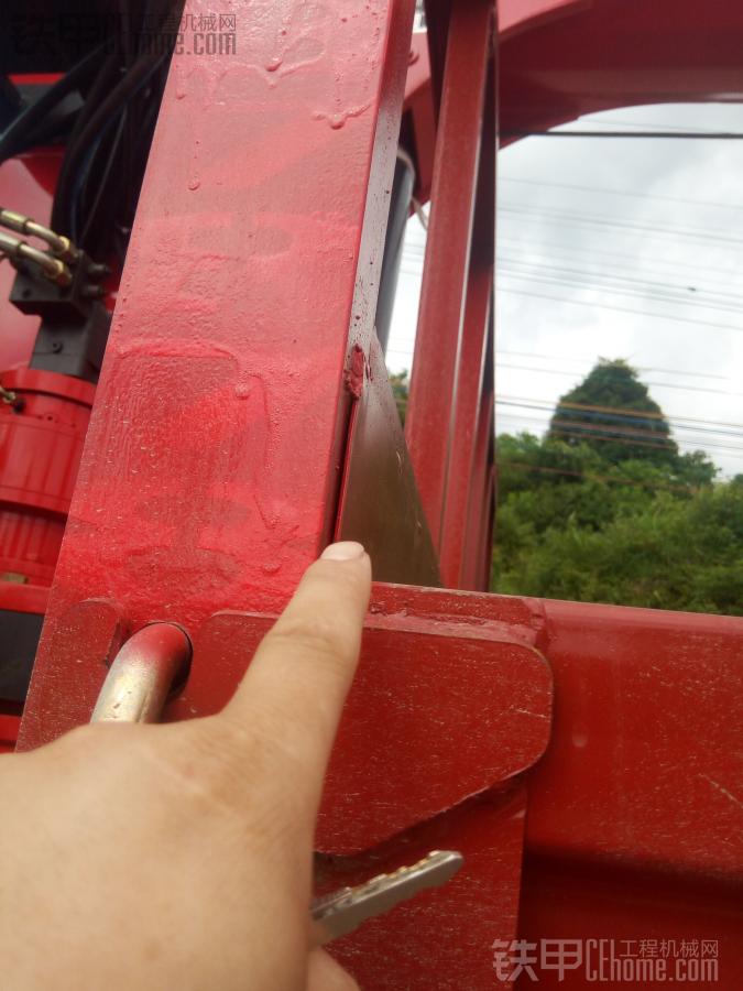 东风后八轮平板随车吊提车作业
