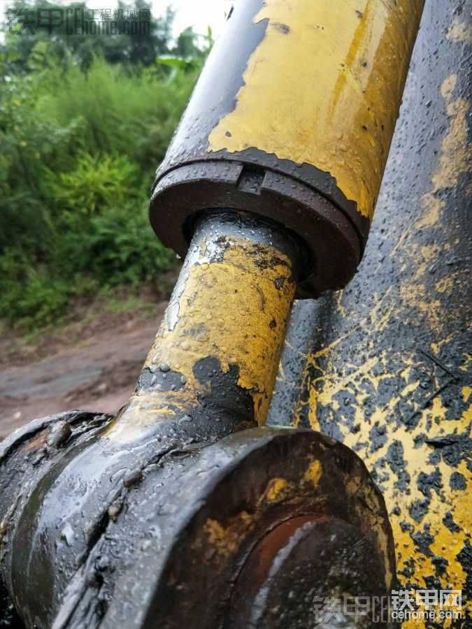 更換小松PC60-7挖掘機中臂油封-帖子圖片