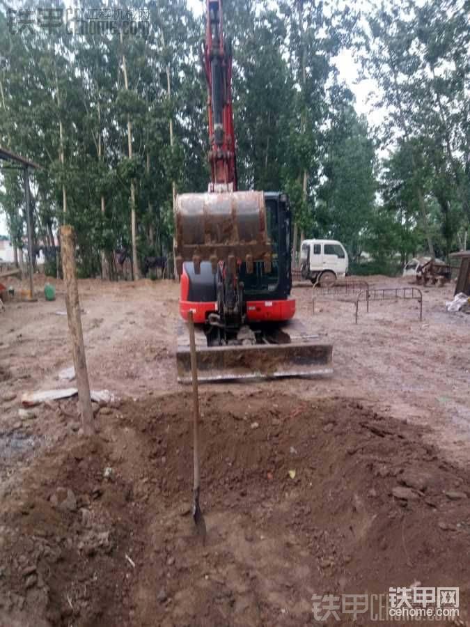 挖机没活,装格力空调,挖个个人鱼池。