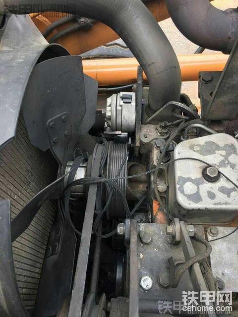 皮带,再见!更换凯斯580L两头忙发动机皮带