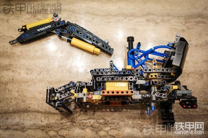 樂高科技組 沃爾沃挖掘機拼裝-帖子圖片