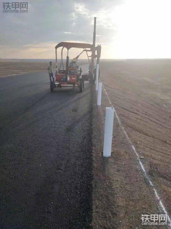 高速公路护栏打桩机