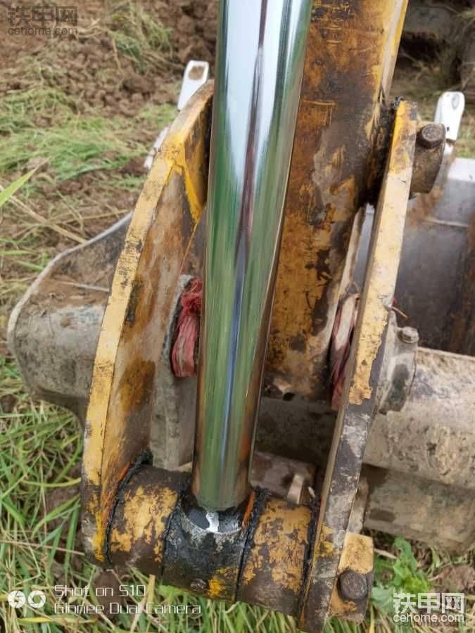 油缸有划伤引起油封漏油