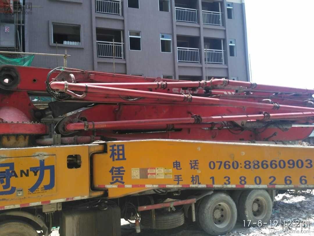 工地来了三姨的天泵 52米的泵车一小时收费500元
