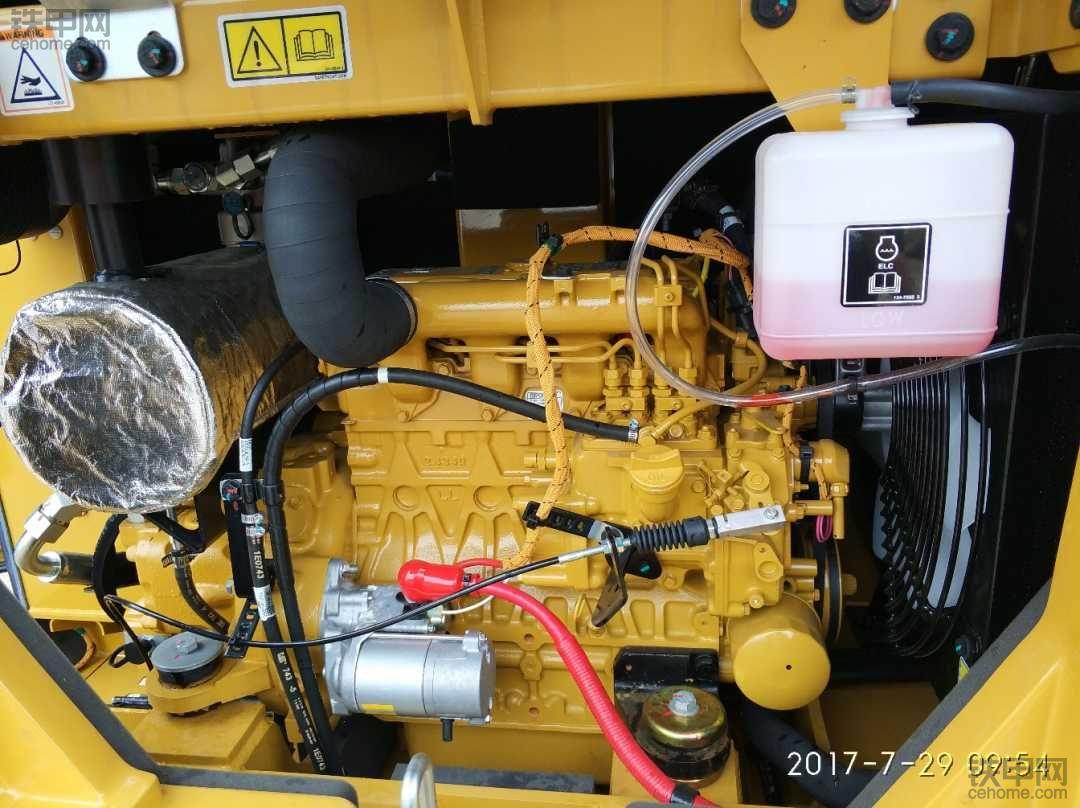 买台小挖自己干 多台对比提卡特彼勒305.5E2挖掘机