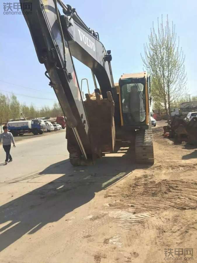 沃尔沃挖机装车走起