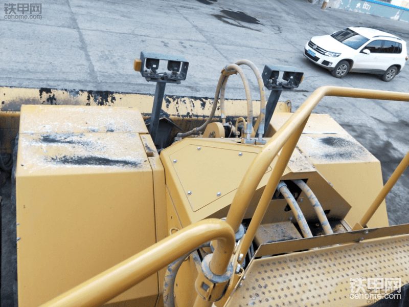 露天矿实拍八面威风的大家伙 卡特彼勒834H轮式推土机