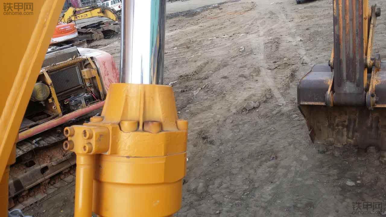 看看极品现代220-5挖机老车耐用