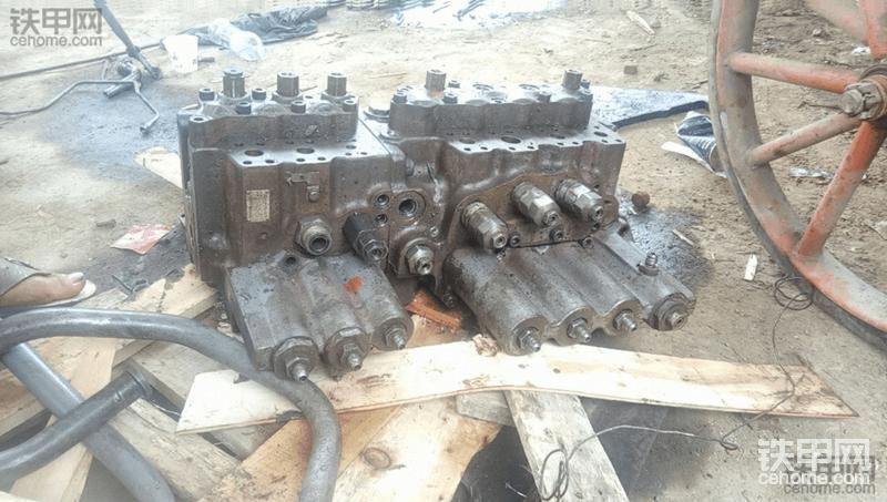 出售日立ex200-3液压泵,分配阀