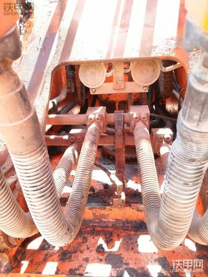 14000小时的斗山DH220-7LC挖掘机