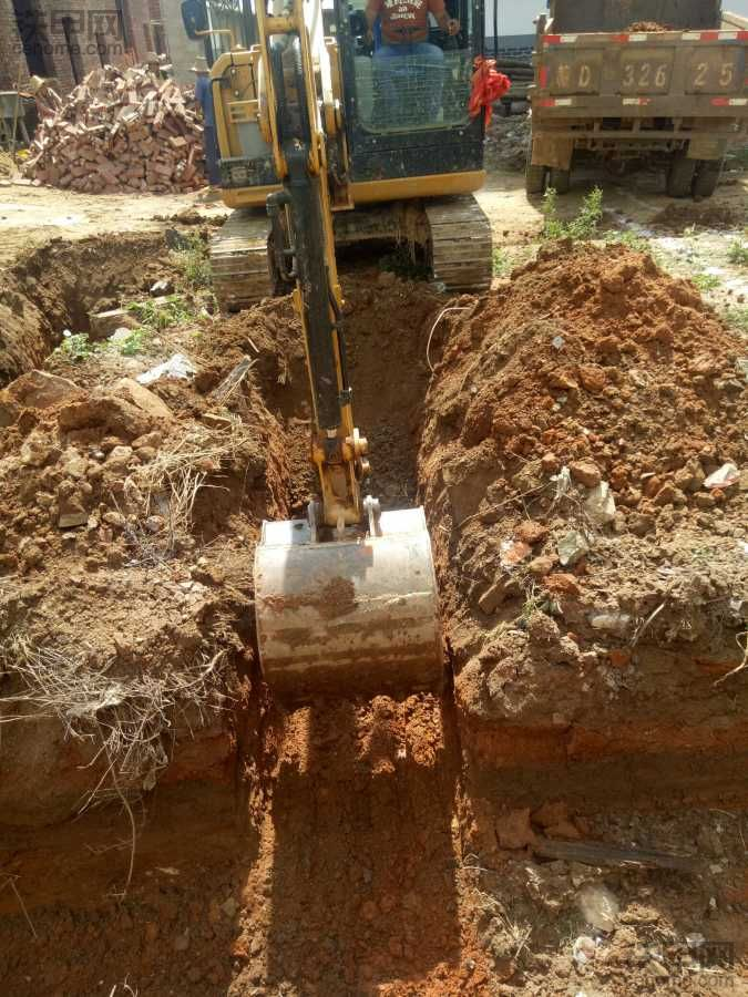 今天挖了两个基础。