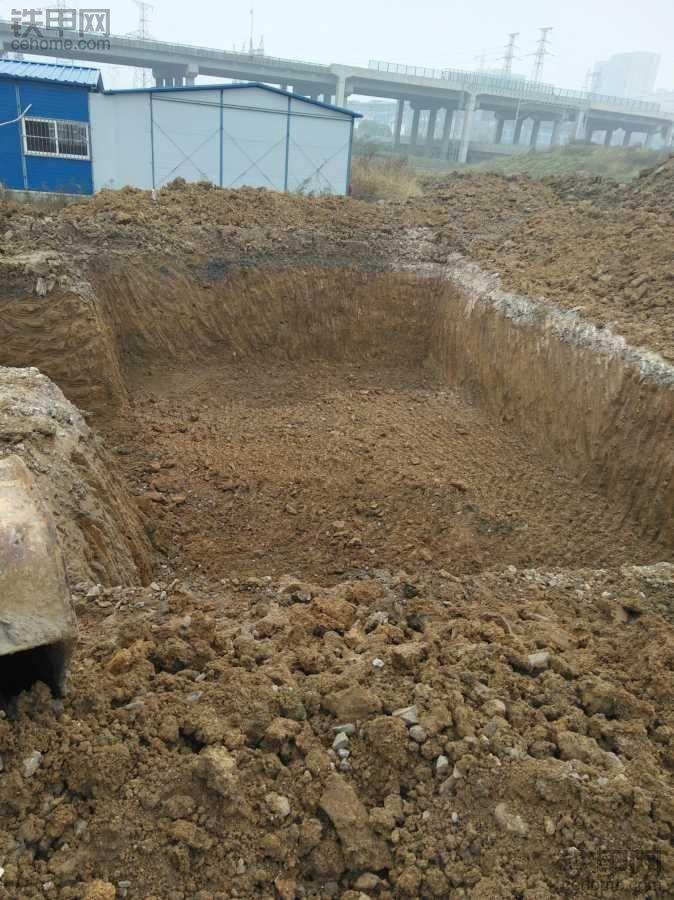 有能站着开的挖机就好了