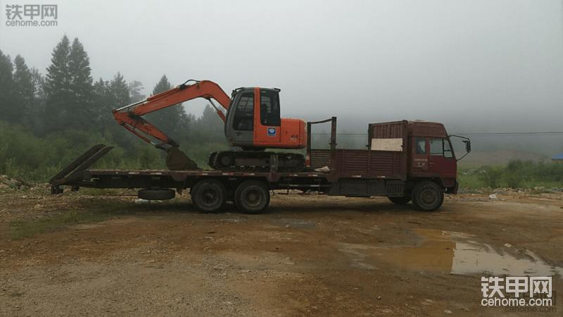 挖友们,拖120的挖掘机130马力的拖车够不够?