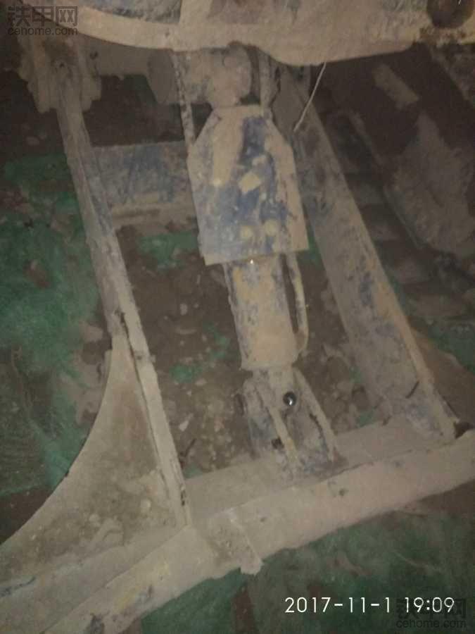 50小挖更换推土铲怎么方便呢?