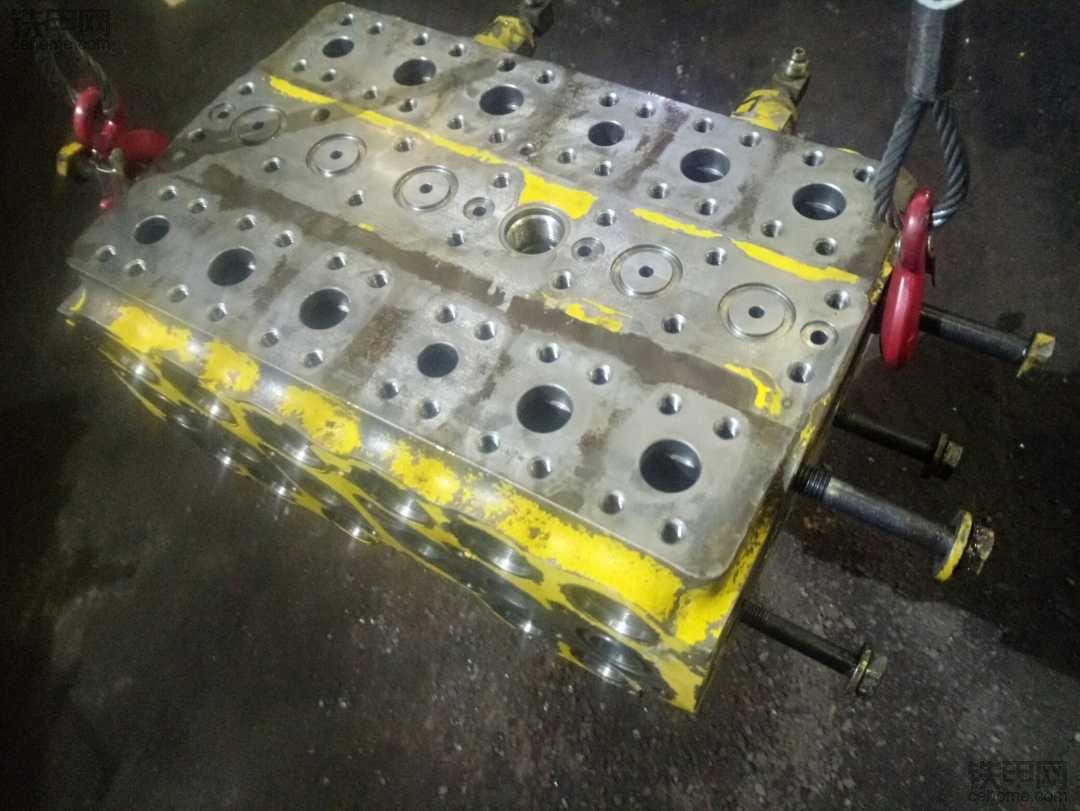 小松PC200-6挖机回转无力故障排除