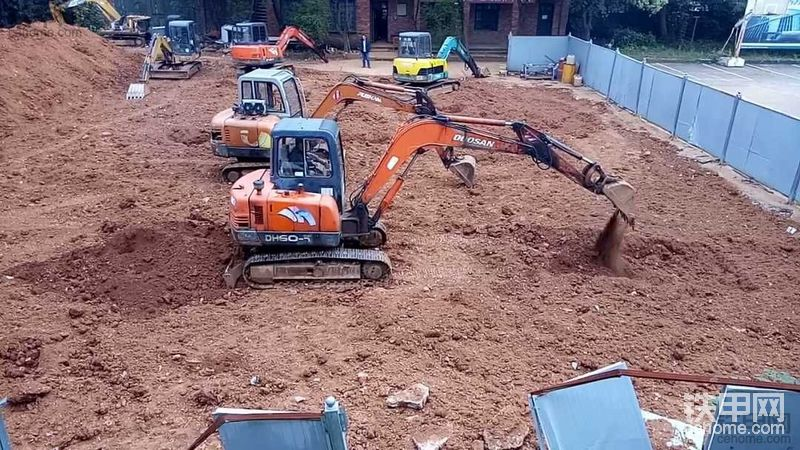 老胥挖机教学:回转180度用土