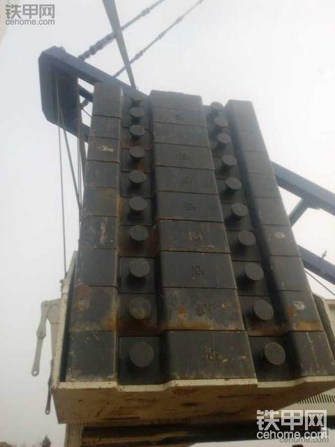 拍中联650吨履带吊