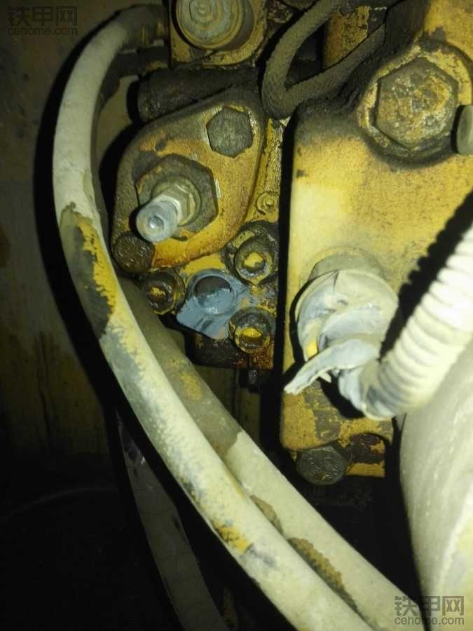 卡特320c液压泵怠速一个压力高