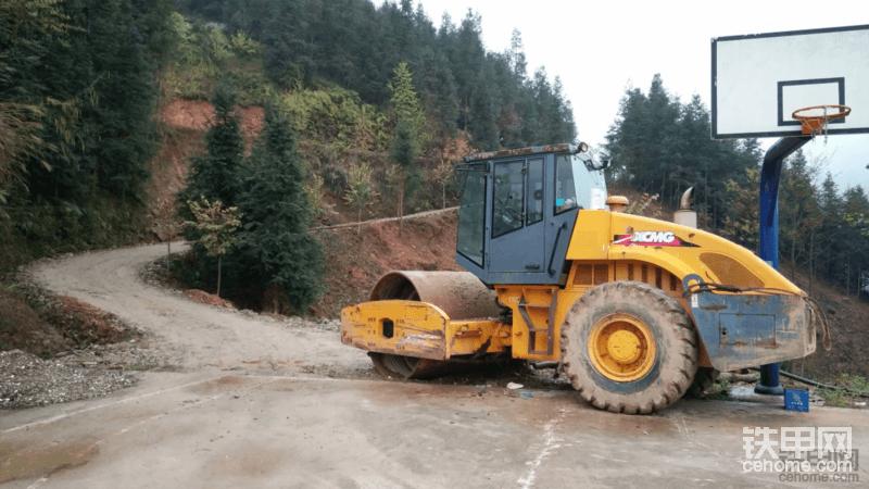 20吨全新徐工和柳工压路机哪个比较好