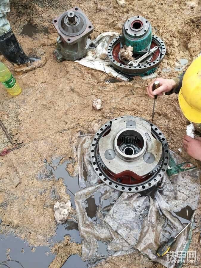 山河智能动力头减速机坏了,齿轮全被打坏了
