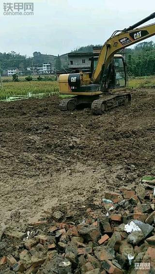 因为意外,第一台挖机买了卡特!但搞工程想挣钱还要做口碑!