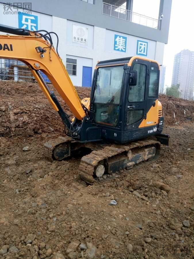 现代60vs挖掘机200小时使用报告,动作流畅很给力!