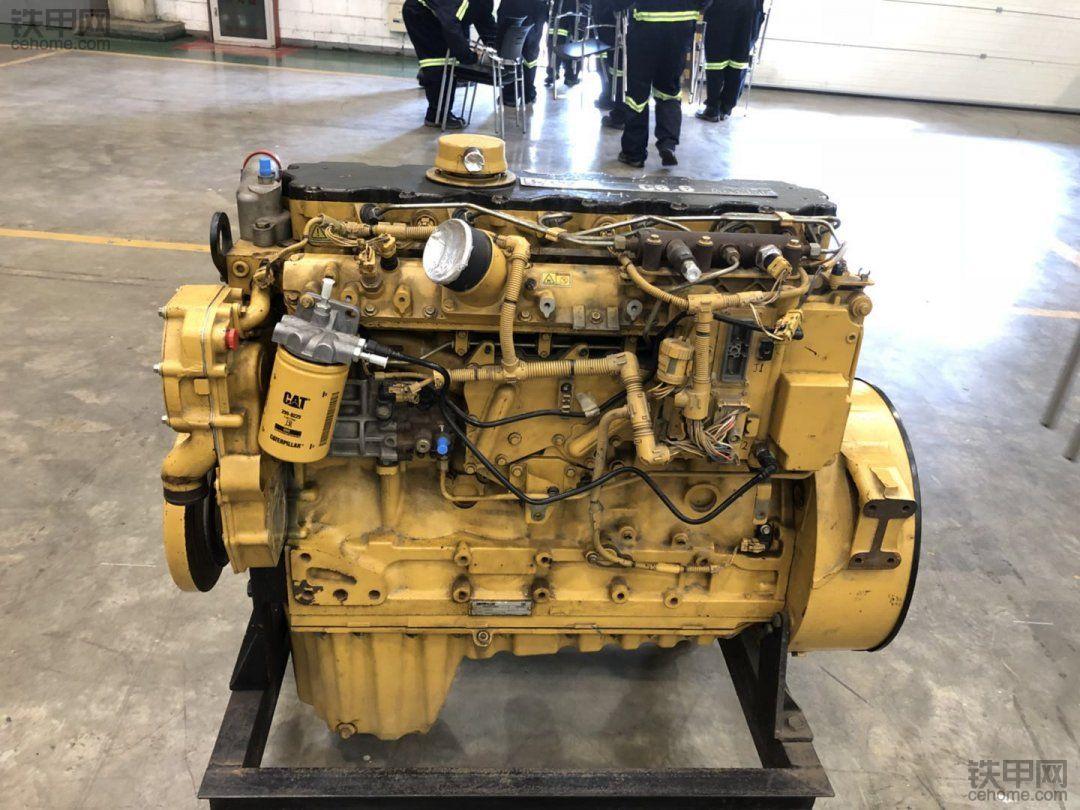 卡特的发动机,个头太大了,是挖掘机的吗?