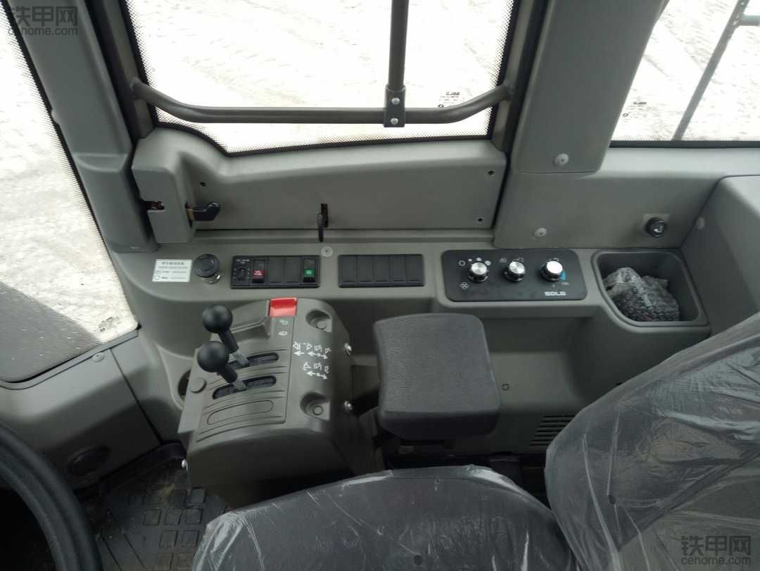 956F 驾驶室