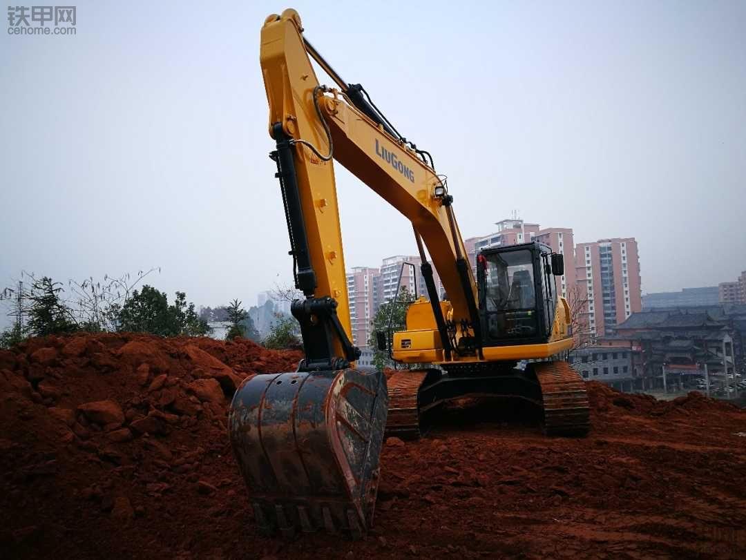 论坛新手怒提柳工922E挖机,干活就是硬!
