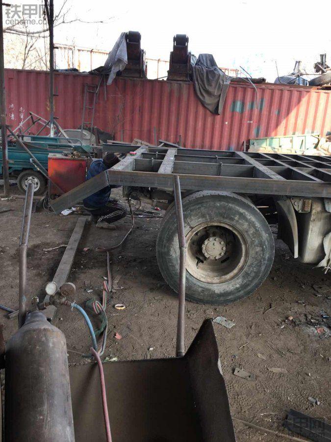 解放锡柴310马力 板车改装中