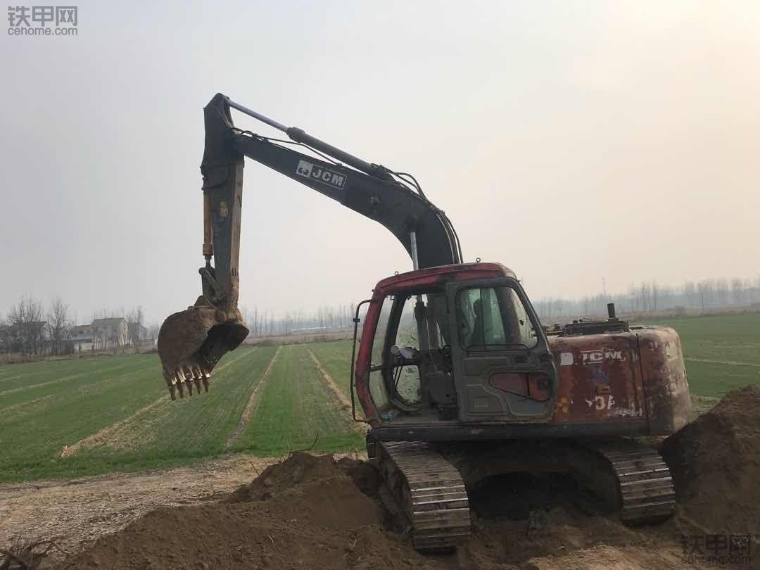 【买车记】漂江过河买挖机,一路曲折买到沃尔沃210B!