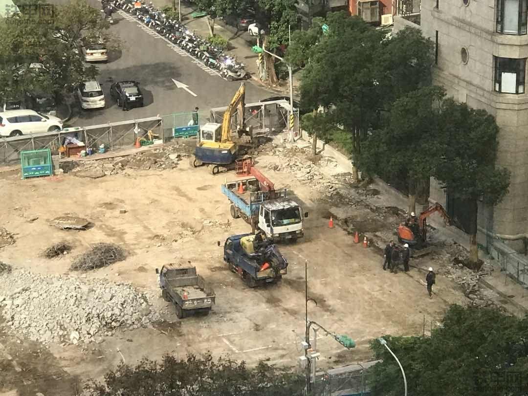 台湾街头的工程机械实拍