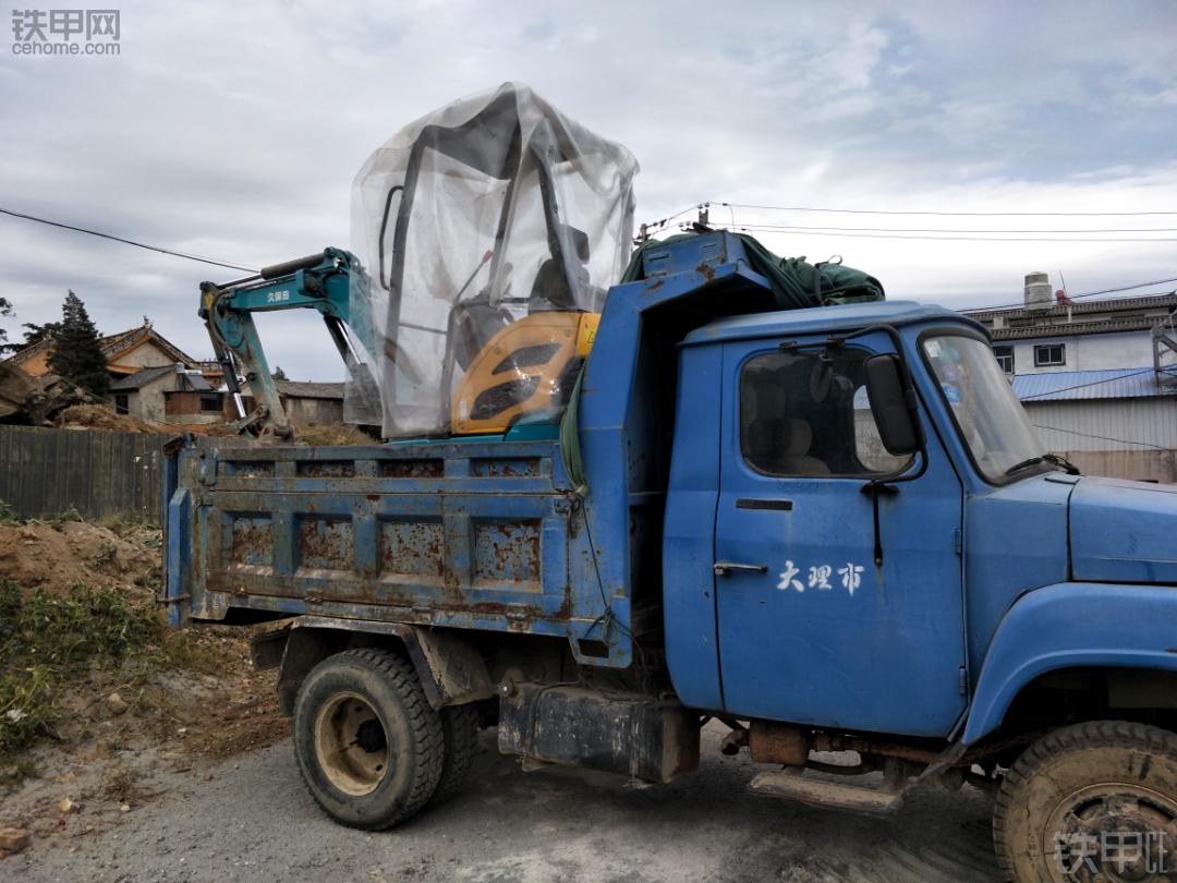 手续齐全小挖机拖车用什么车好?